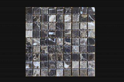 Bagno grigio con mosaico